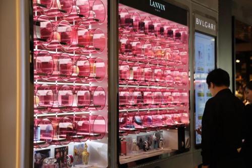 新零售创意跨界,颖通打造香水智慧迷你店